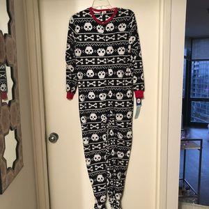 NEW boys skull onesie size large.